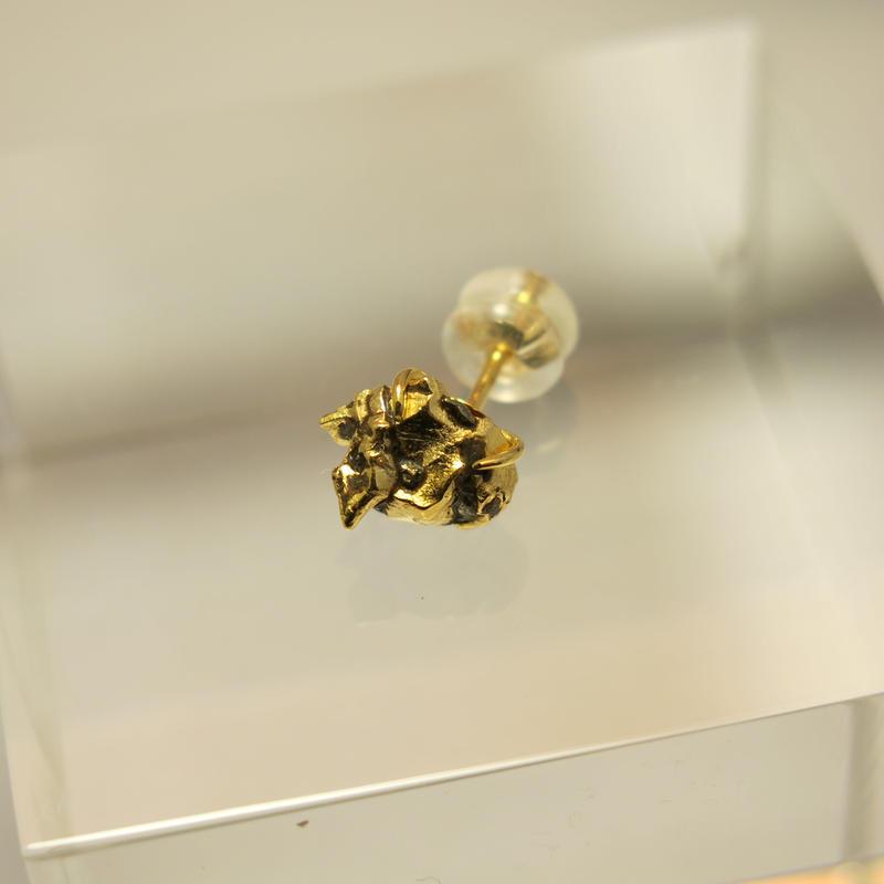 ナンタン隕石18金ピアス
