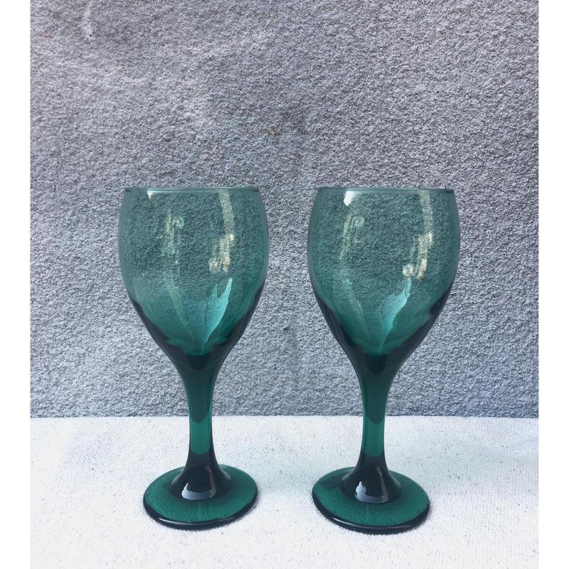 グリーンのワイングラス