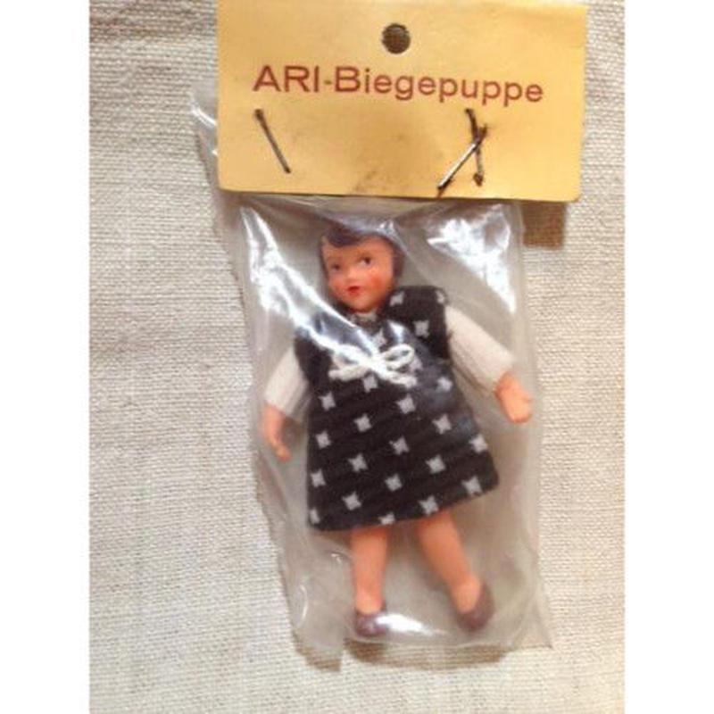 ARI茶色ドレスの女の子906