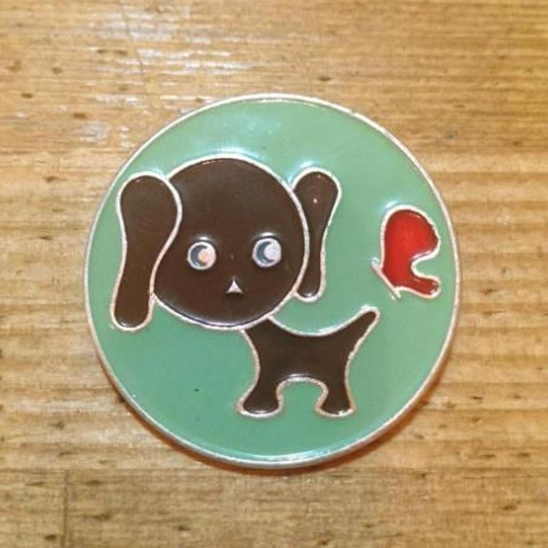 USSRバッジ犬とちょう206