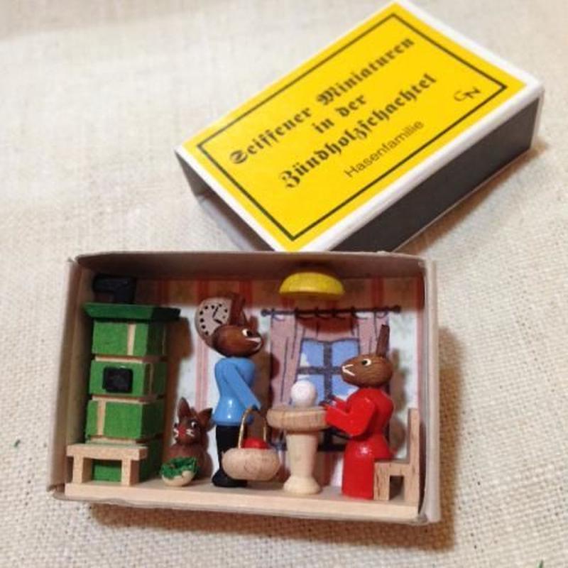 マッチ箱74・うさぎの家族