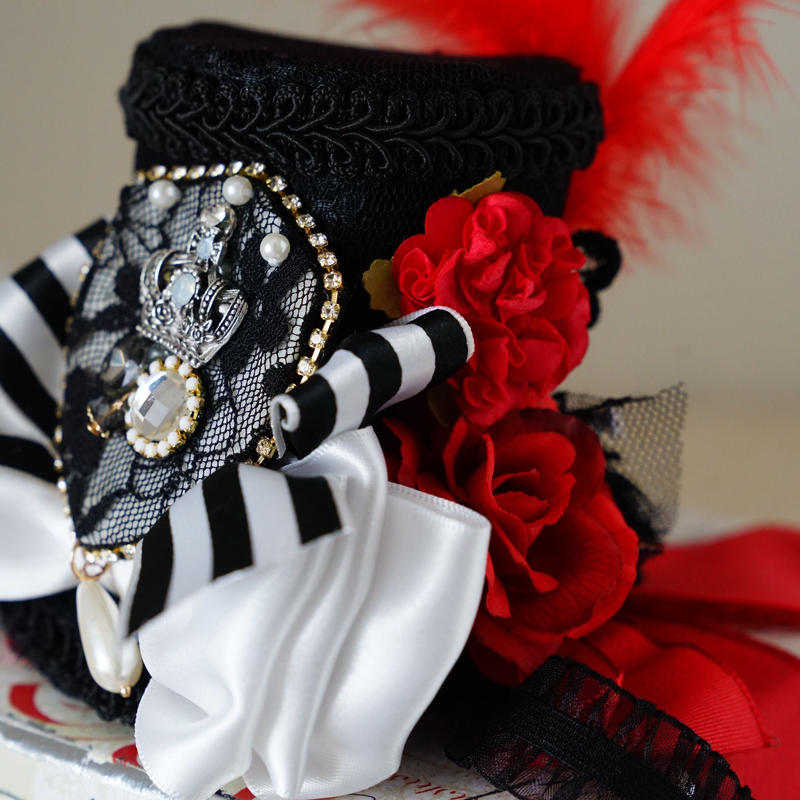 Time of wonderland dolly hat BLACK
