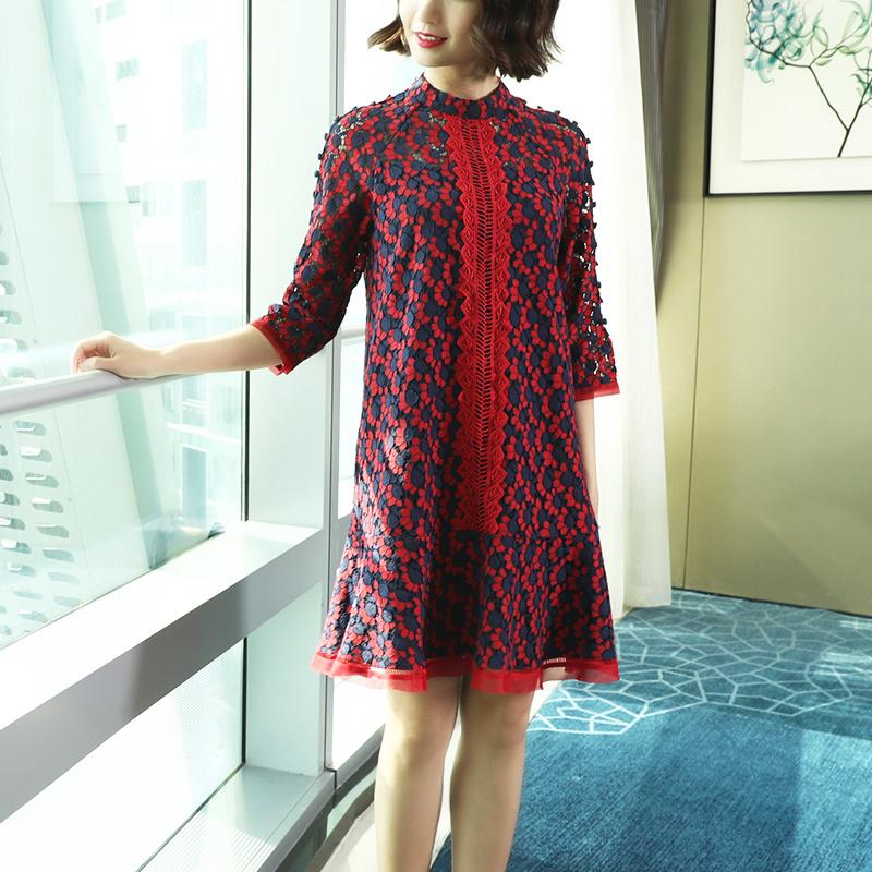 20代 レトロな雰囲気を感じる花柄が可愛い総柄ミニ丈ドレス