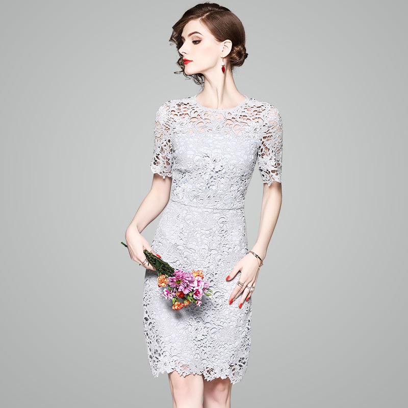 20代 清楚で大人ガーリーな花柄総レースひざ丈ドレス
