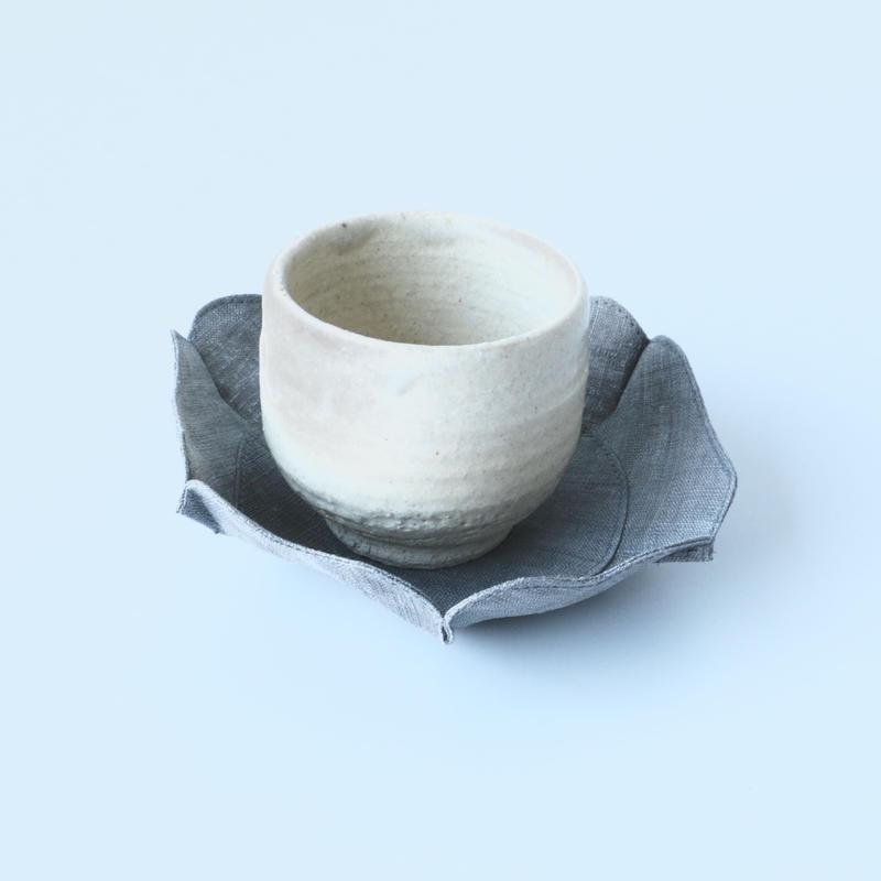 石井すみ子/根来形輪花布皿(濃い墨)
