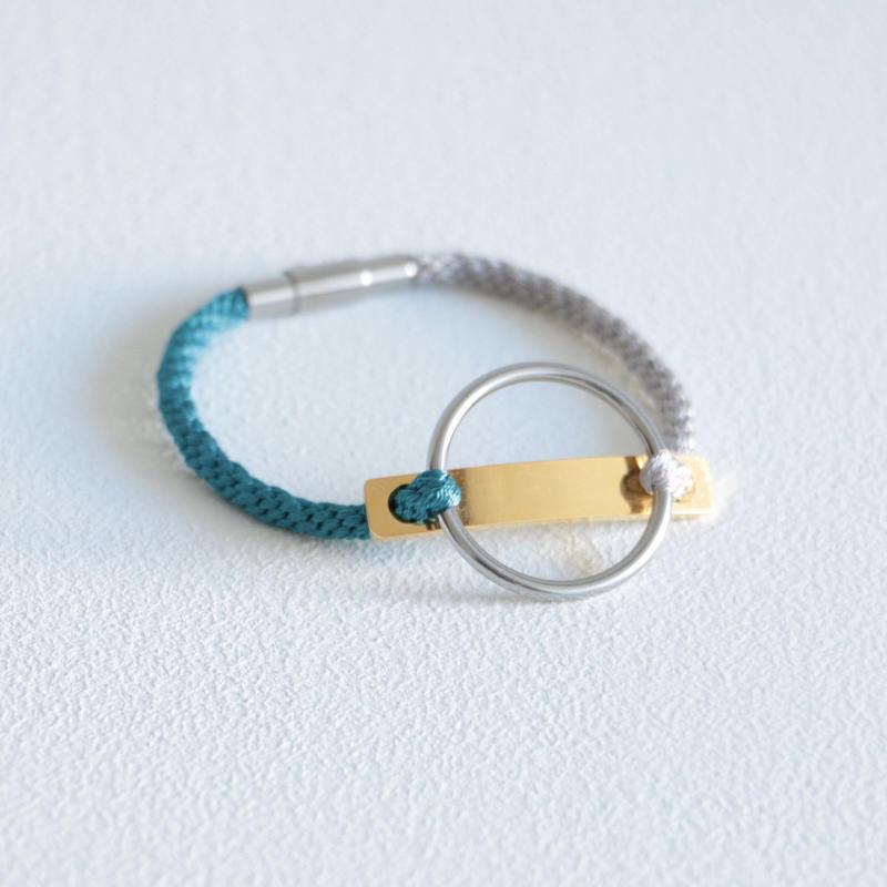AOM / CIRCLE LINE BRACERET(GOLD LINE/Silver gray×Peacock Blue)