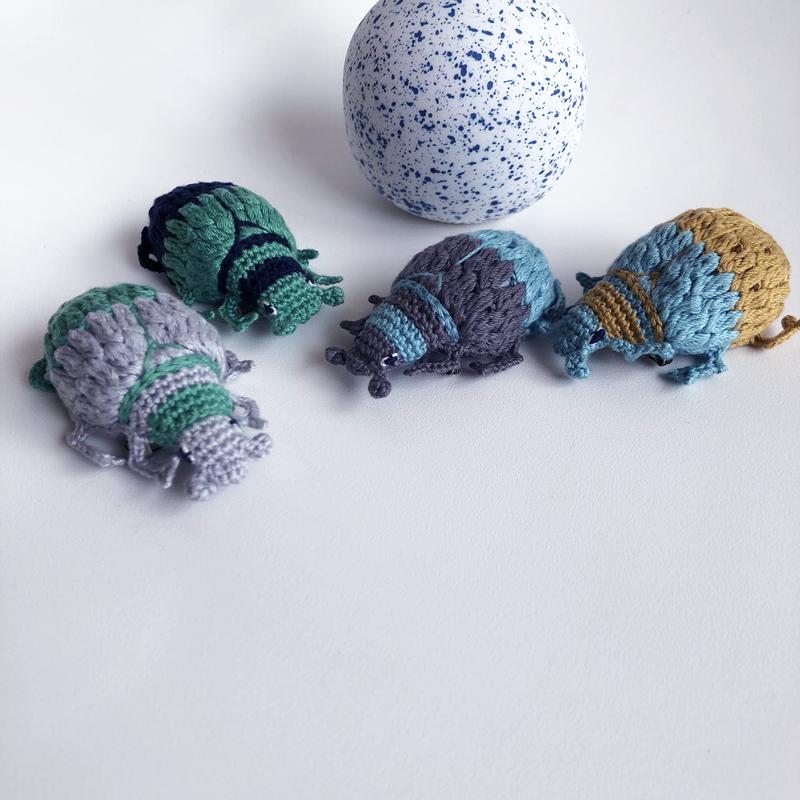 編みムシムシブローチ ツートン [Knitting Beetle brooch]/ 203gow