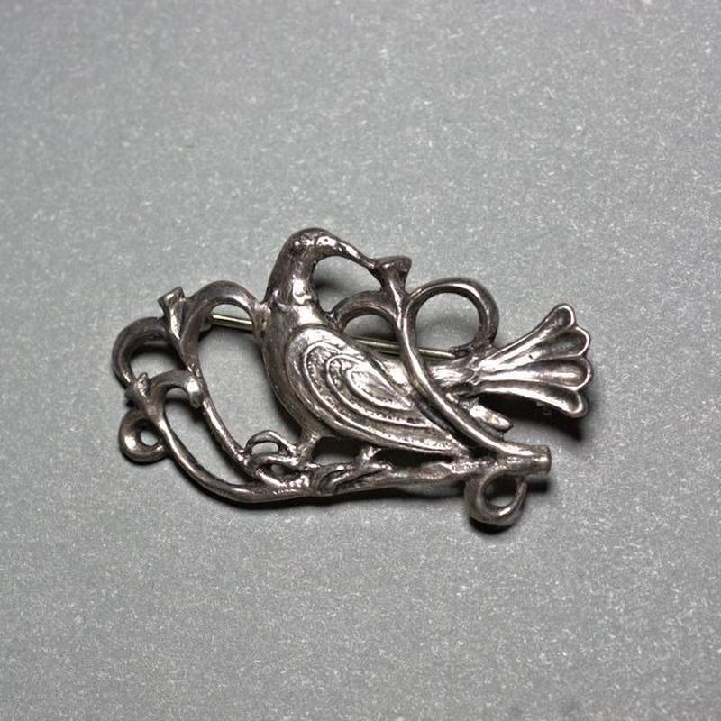 ピエール・トゥロアット 古風な鳥のブローチ