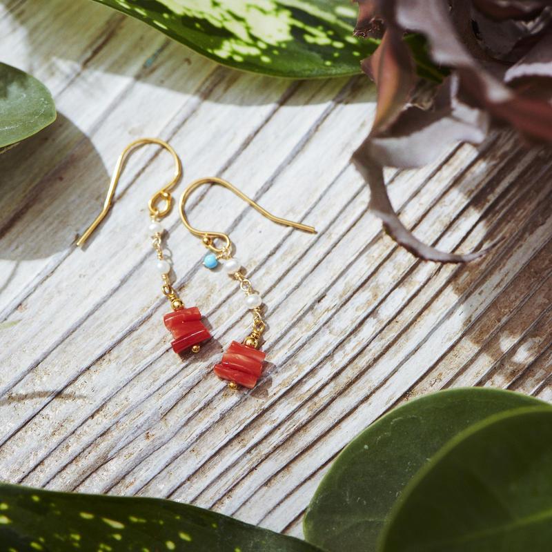 赤珊瑚と淡水パールのショートピアス