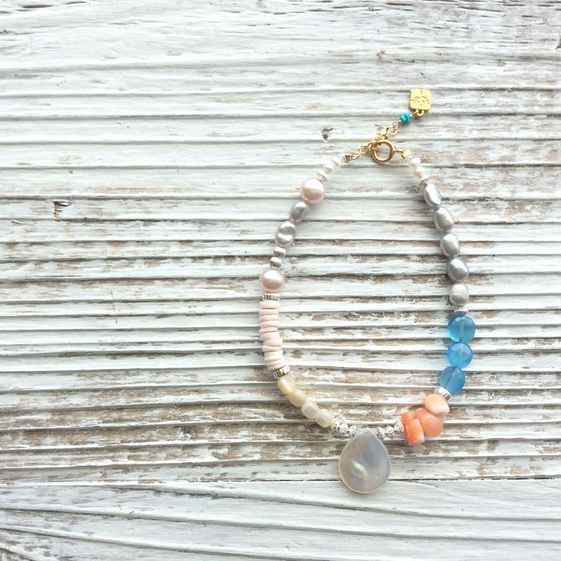 白蝶貝と深海珊瑚のブレスレット