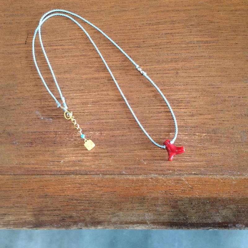 サルジ珊瑚のシルク紐ネックレス(紐:水色)