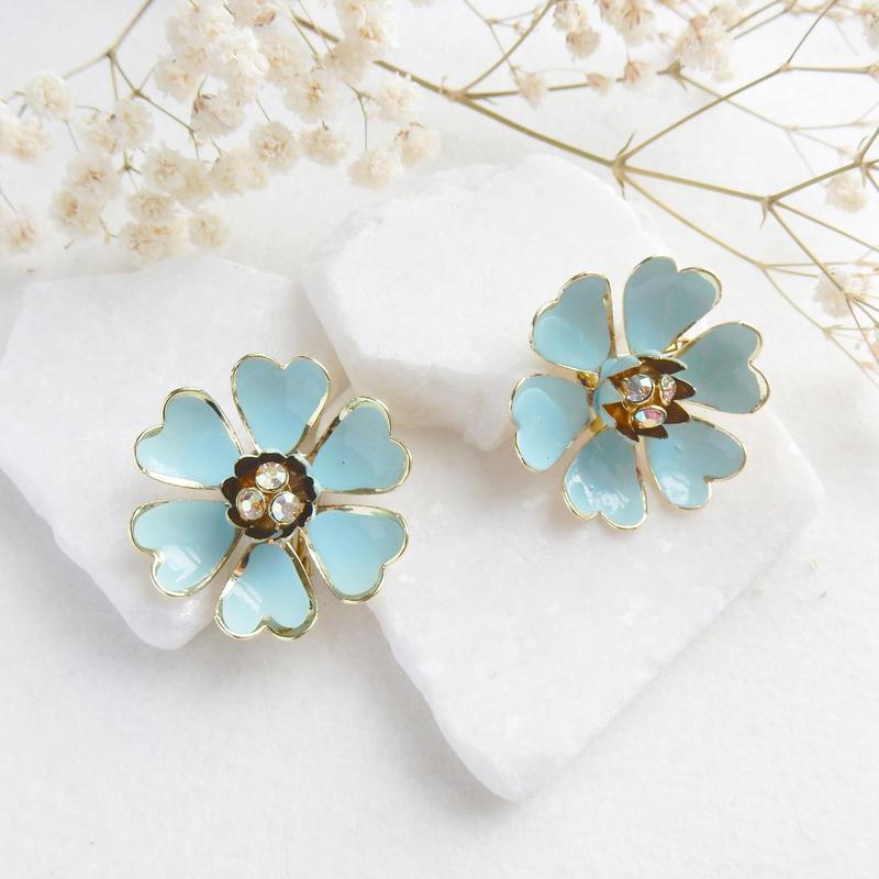 ベイビーブルーのお花イヤリング:Coro /  コスチューム・ジュエリー