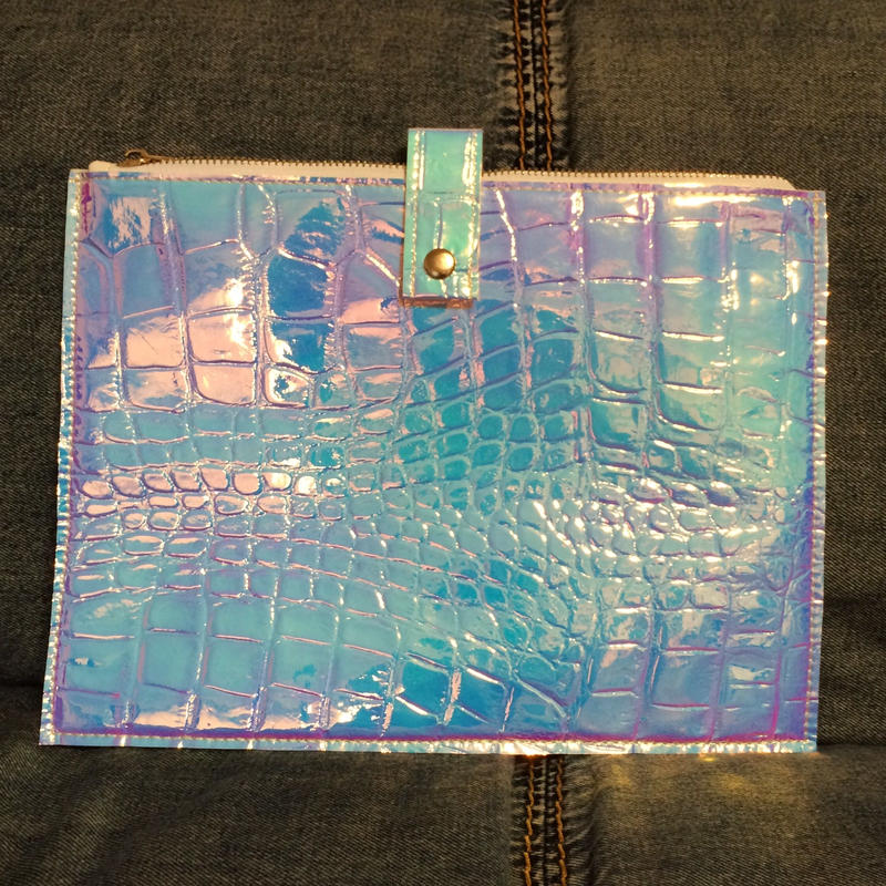 Croco holographic clutch