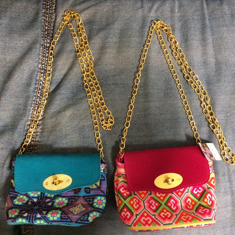 Mini shoulder bag w gold chain strap