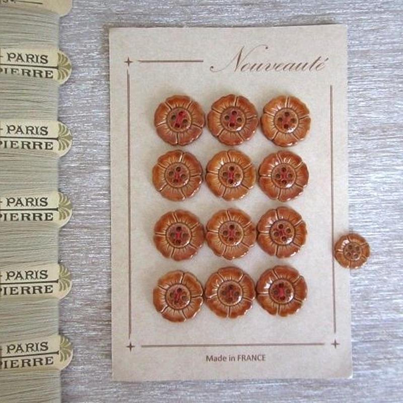 お花の形のボタンシート 茶(大)12個+ばら2個の計14個セット