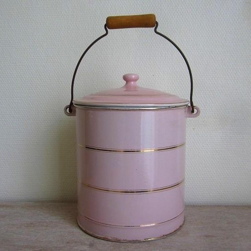 琺瑯ピンクの蓋付きペール缶