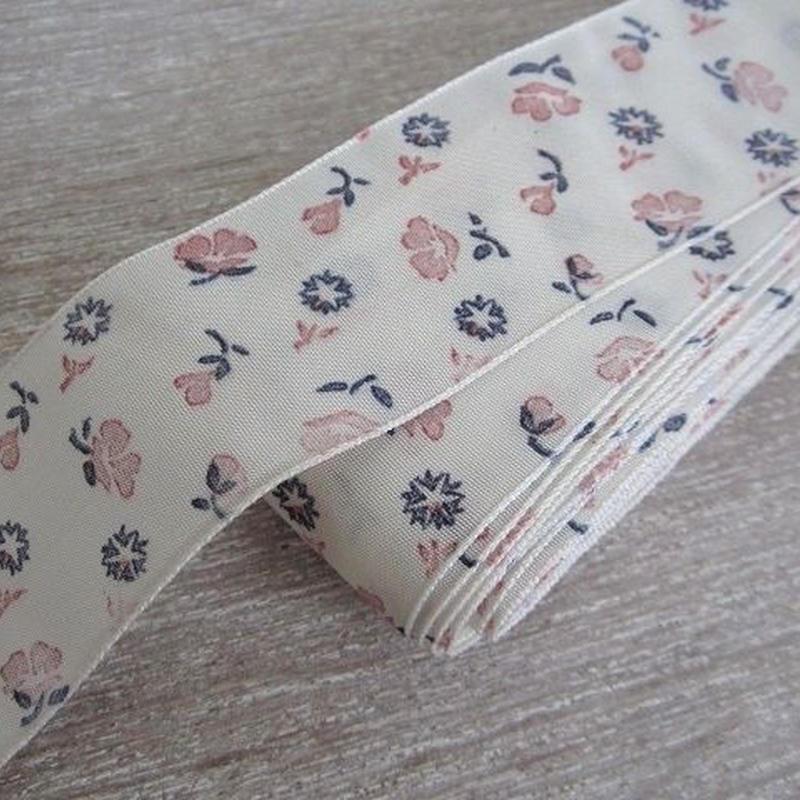 花柄プリントのオフホワイト色リボン