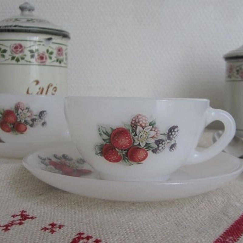 ベリー柄アルコパルコーヒーカップ&ソーサー