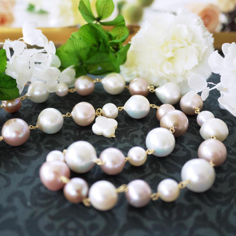 天然色ピンク×白ネックレス