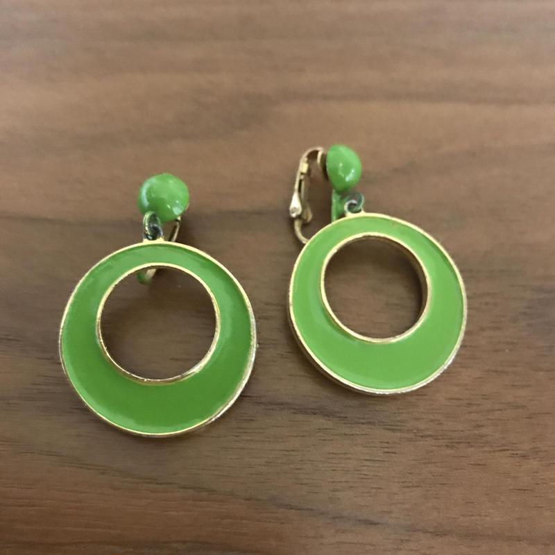 No.312 黄緑色のユラユラレトロイヤリング