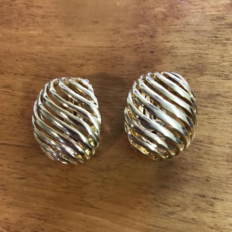 No.269 ゴールドの流れるラインが大人っぽいイヤリング