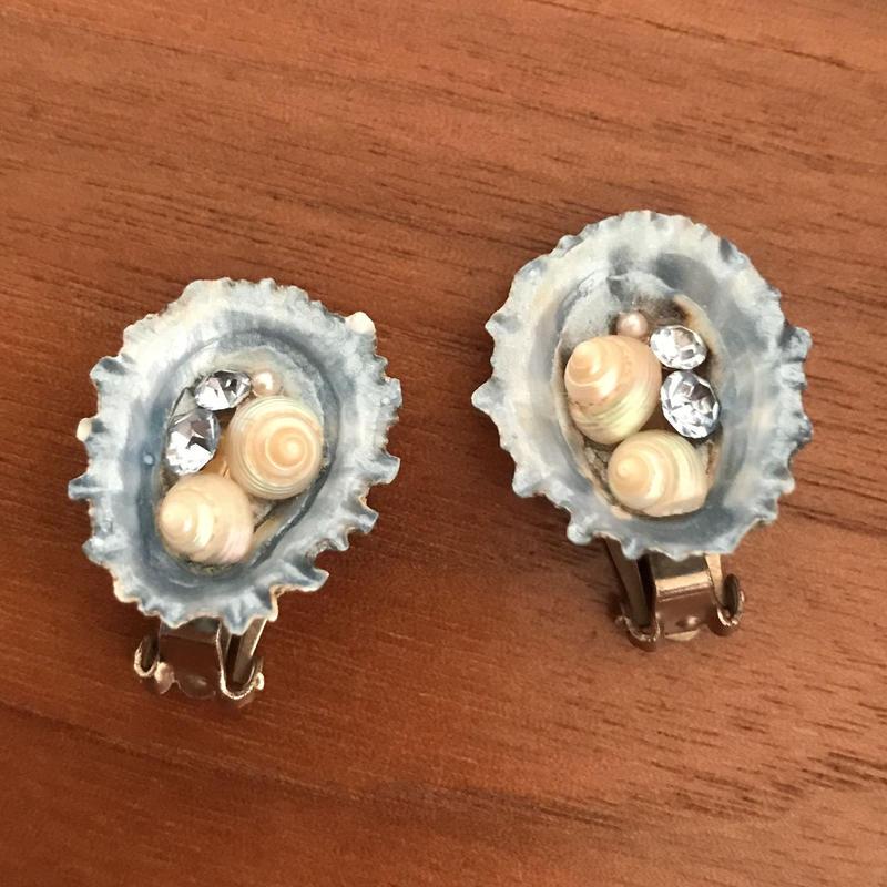 No.330 深い海の宝石のようなシェルイヤリング