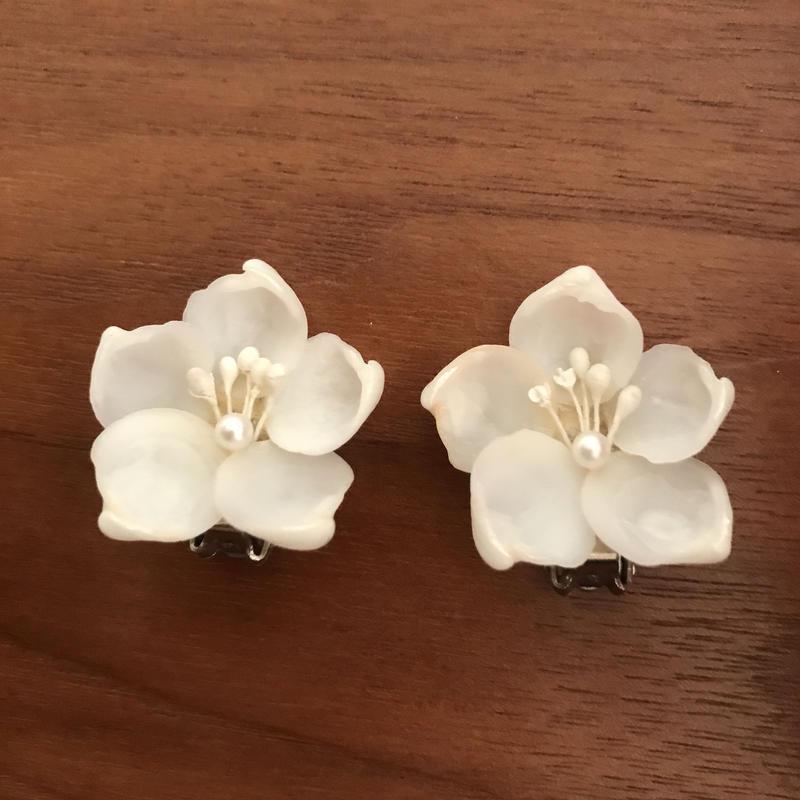 No.326 シェルのやわらかなお花のイヤリング