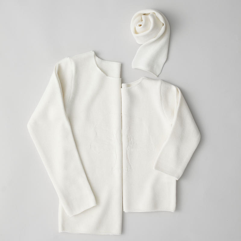 """""""friendly knit"""" camphor sweater  mother white"""