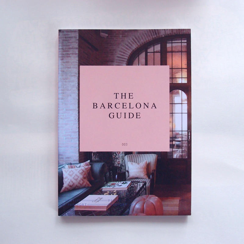 PETITE PASSPORT guide book (Barcelona)