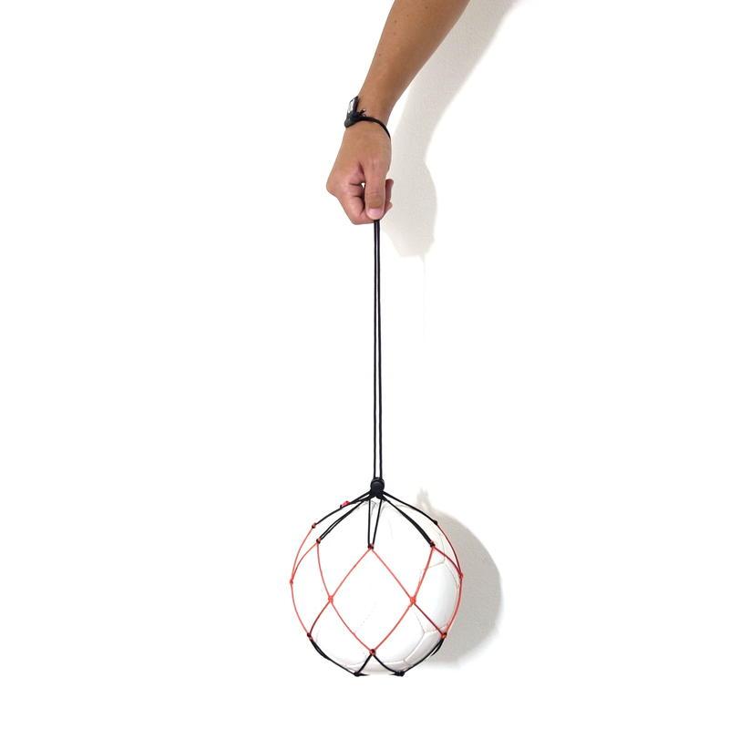 【サッカーボールをおしゃれに持ち運ぶスリムフィットボールネット】カピタンオリジナル  パラコード ボールネット コンビ(ブラック×オレンジレッド)
