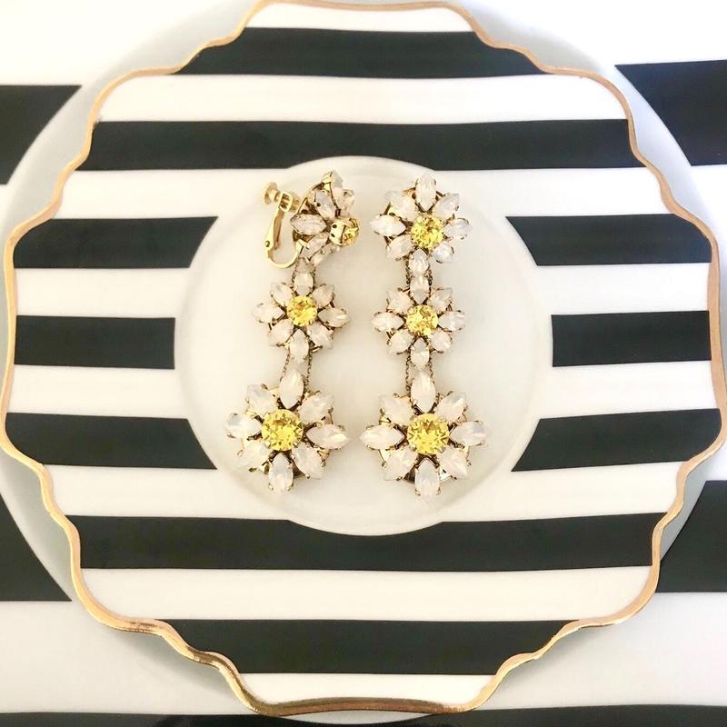 【ご予約】Exclusive  Line Blooming DAISY White イヤリング/ピアス