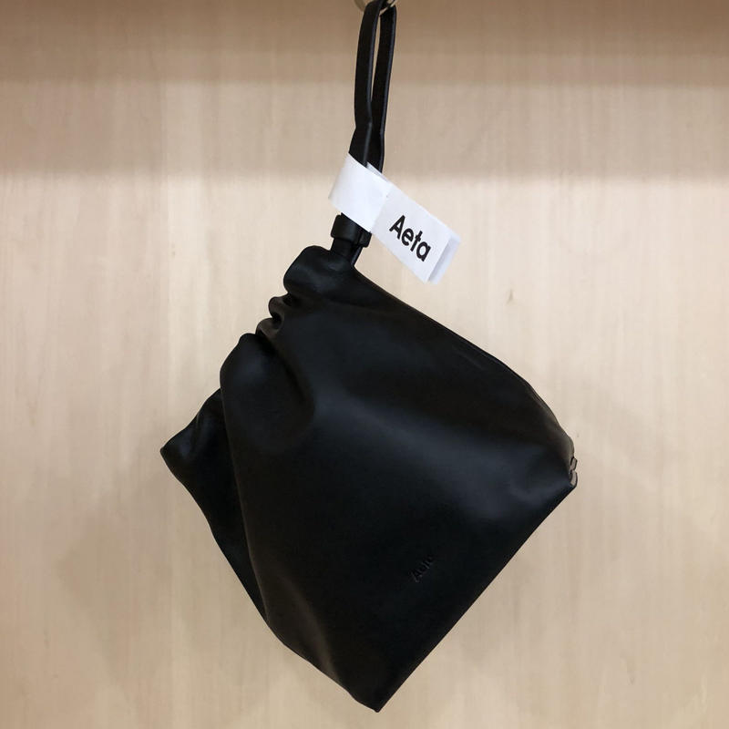 Aeta / LE34 / CRUCH BAG (BLACK)