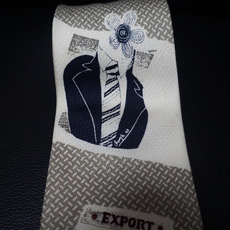 ネクタイしてるお花のネクタイ