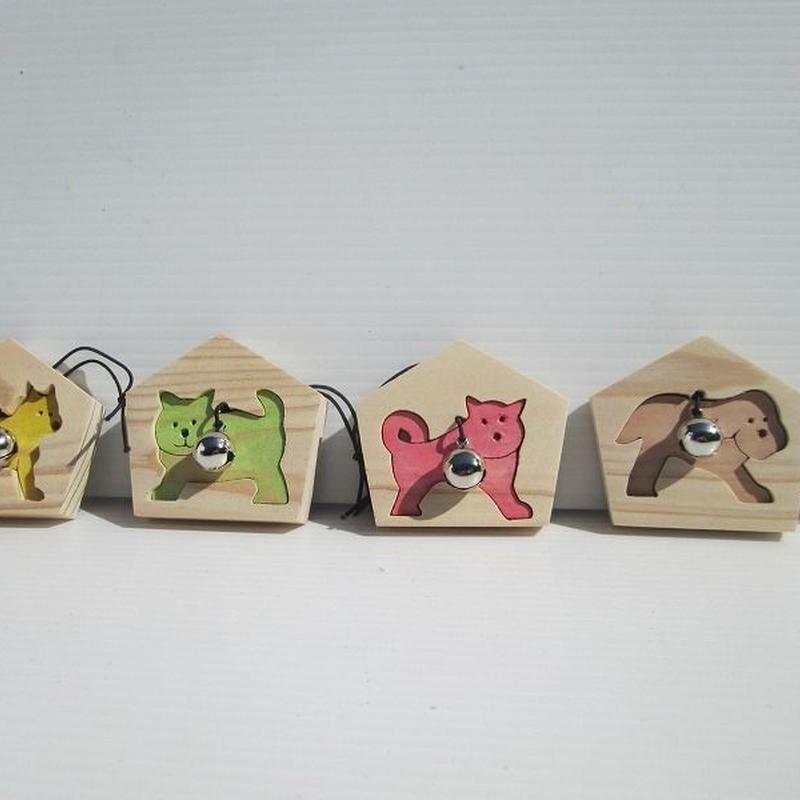 イヌの絵馬 一点選んでお知らせください。茶、赤、緑、黄、