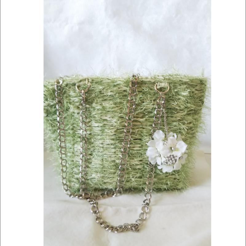 爽やかグリーンの春バッグ
