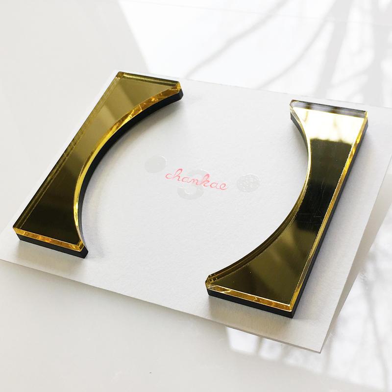 Bracket earrings 【すみ付きカッコ】のピアス・イヤリング/ミラー系