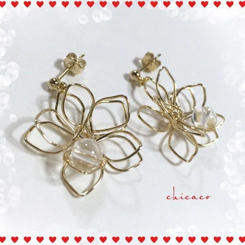 水晶のフラワーピアス/イヤリング