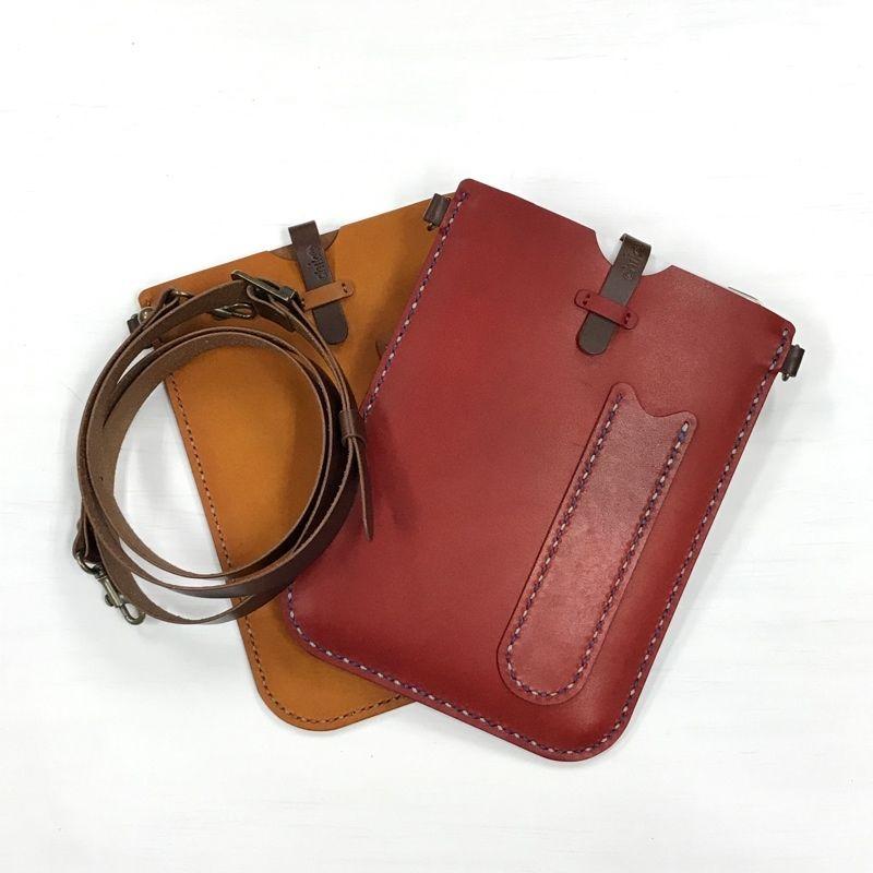 iPad mini用の革のサコッシュ
