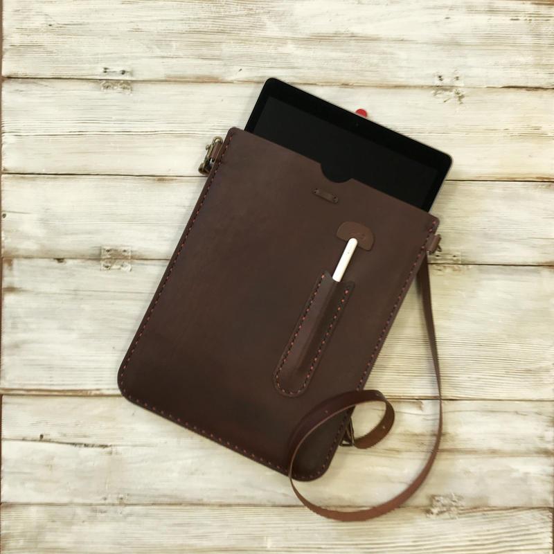 iPad Pro12.9インチ用の手縫いのケース(トスカーノリーショ・ブッテーロ)
