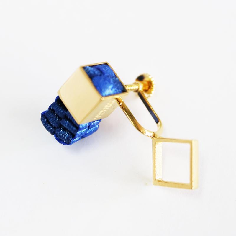 Cube / Crip on Earring Blue イヤリング