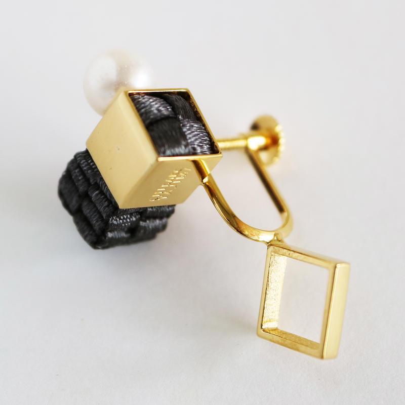 Cube / Crip on Earring Charcoal イヤリング