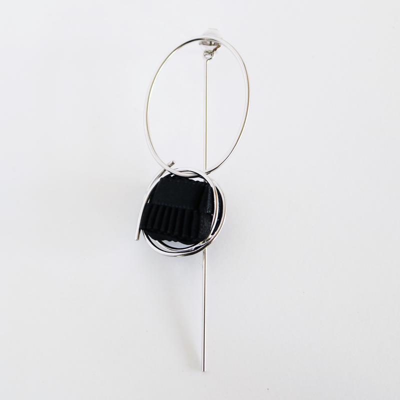 Ripple / Pierced Earring Black ピアス