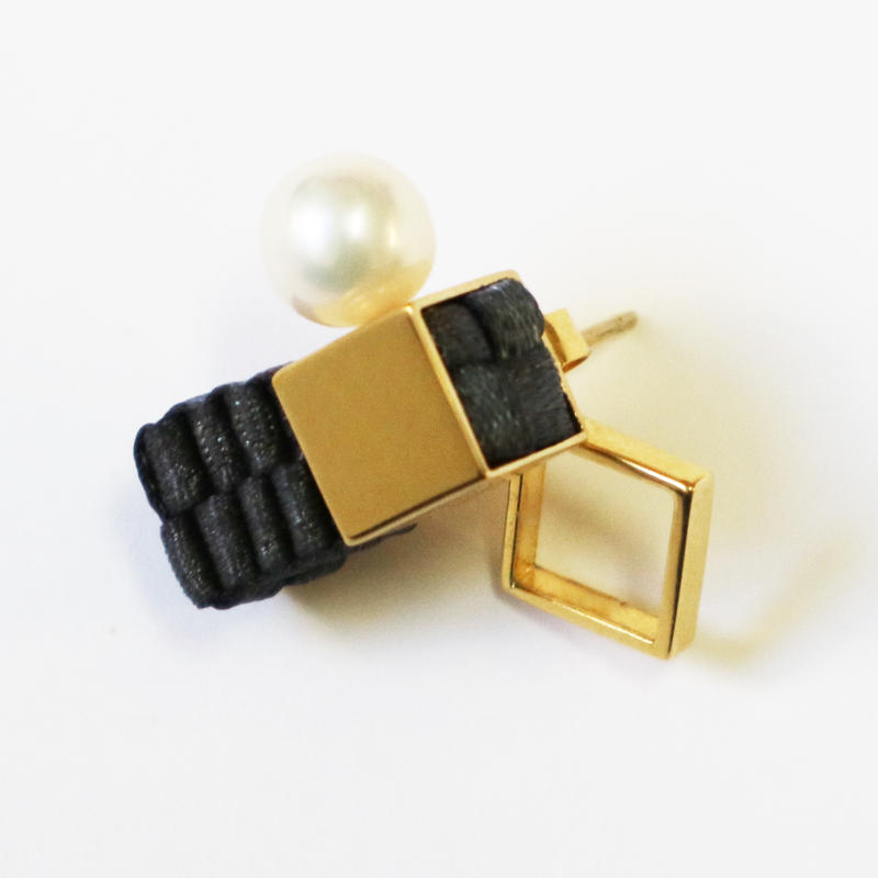 Cube / Pierced Earring Charcoal ピアス