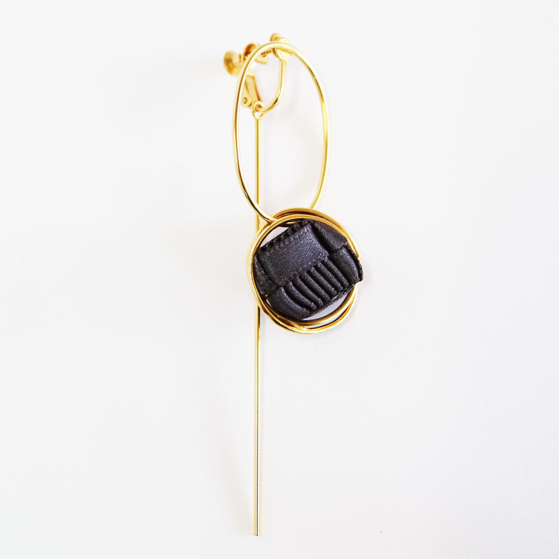 Ripple / Clip on Earring Charcoal イヤリング
