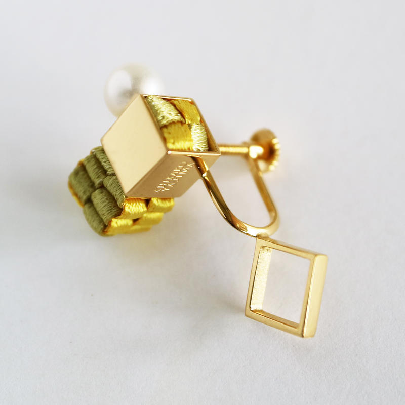 Cube / Crip on Earring Gold イヤリング
