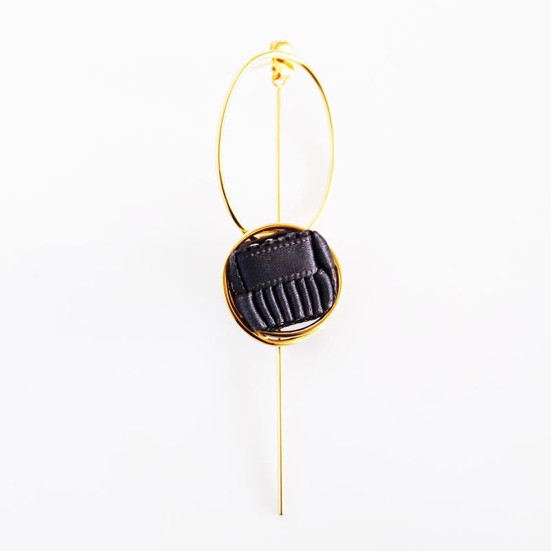 Ripple / Pierced Earring Charcoal ピアス