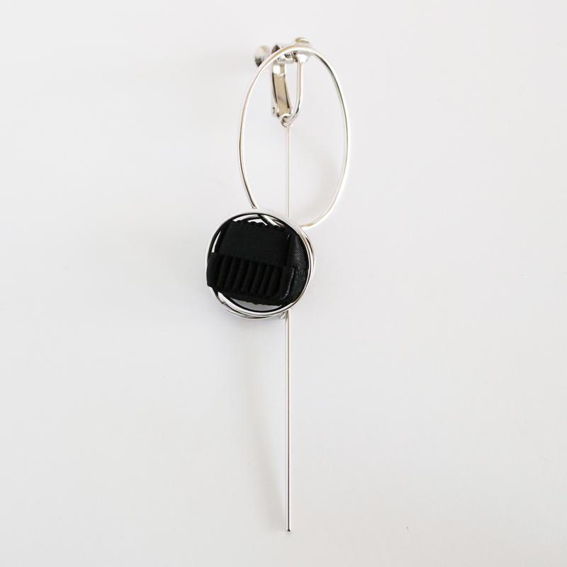 Ripple / Clip on Earring Black イヤリング