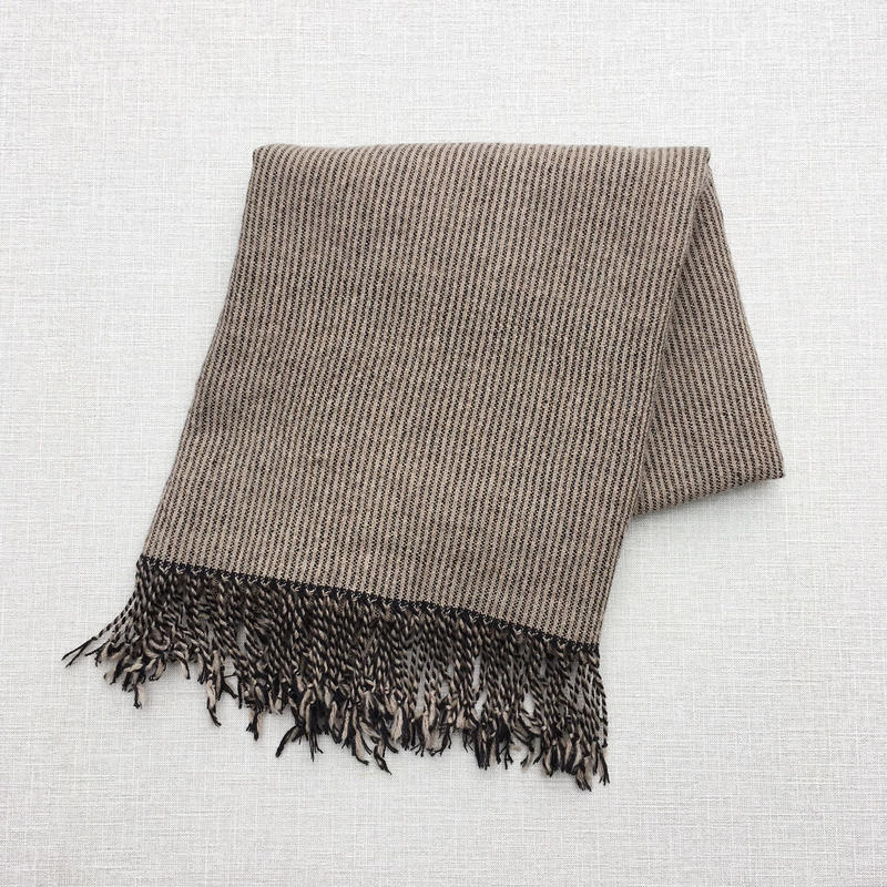 手織りカシミヤラム&シルクショール(Pinstripe ピンストライプ ベージュ×ブラック)