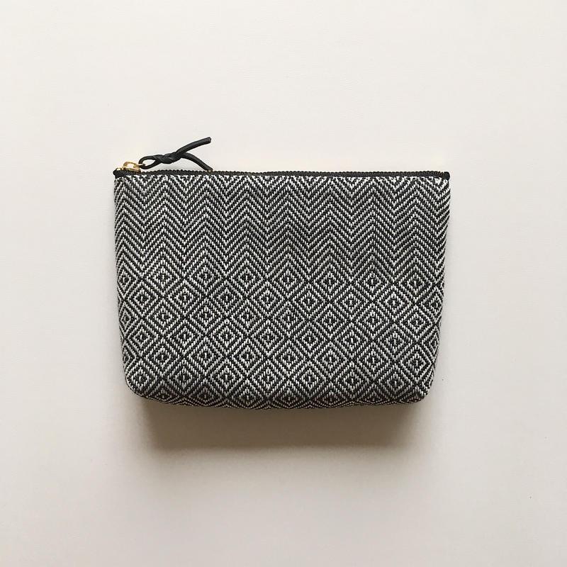 手織り布のメイクポーチ (Make up bag monotone bird's-eye& herringbone )