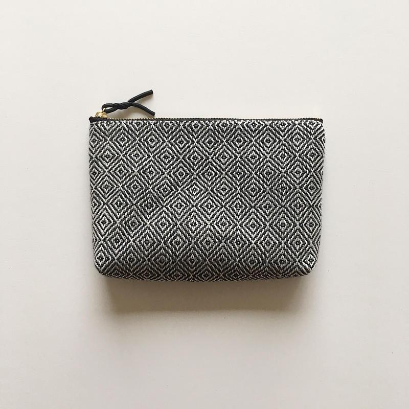 手織り布のメイクポーチ (Make up bag monotone bird's-eye )
